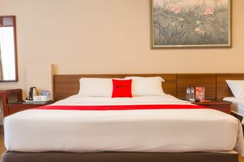 RedDoorz near Simpang Dago 2 Bandung - RedDoorz Deluxe Room Kurma Deal