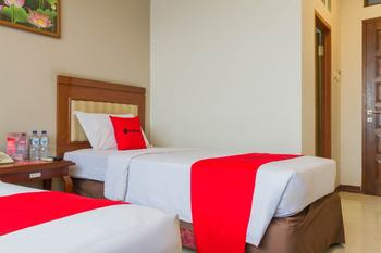 RedDoorz near Simpang Dago 2 Bandung - RedDoorz Twin Room 24 Hours Deal
