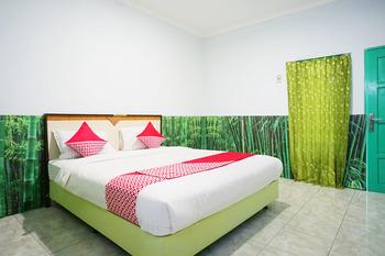 OYO 754 Nur Aziziah Guest House Balikpapan - Deluxe Double Room Regular Plan