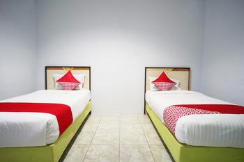OYO 754 Nur Aziziah Guest House Balikpapan - Deluxe Twin Room Regular Plan