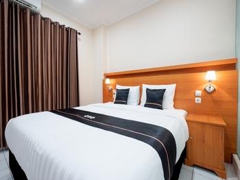 OYO 2432 Malioboro Upy Best Prime Yogyakarta - Deluxe Double Room Regular Plan