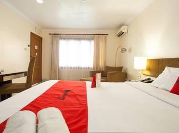 RedDoorz Premium @ Raya Nginden Surabaya - RedDoorz Suite with Breakfast Regular Plan