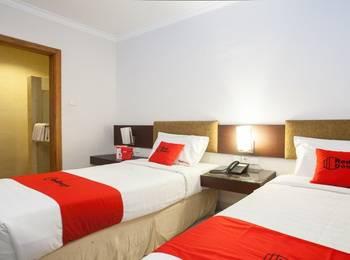 RedDoorz Premium @ Raya Nginden Surabaya - RedDoorz Twin Room Last Minute