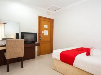 RedDoorz Premium @ Raya Nginden Surabaya - RedDoorz Twin Room with Breakfast Regular Plan