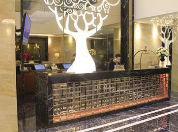 Grand Viveana Hotel