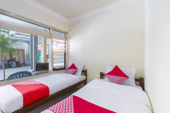 OYO 2708 Hotel Kemuning Syariah Madura - Saver Double Room Regular Plan