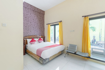 OYO 2708 Hotel Kemuning Syariah Madura - Standard Double Room Regular Plan
