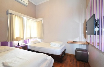 Fif-fa Hotel (Syariah) Malang - Standard Twin Room Only Regular Plan