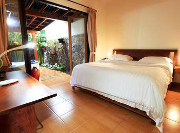 Spring Hill Bungalows Manggarai - Deluxe Double Room Regular Plan