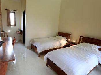 Spring Hill Bungalows Manggarai - Deluxe Twin Room Regular Plan