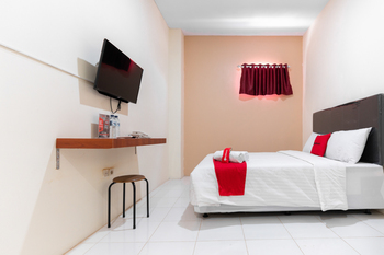 RedDoorz near Panakukang Square Makassar - RedDoorz SALE 99K Regular Plan