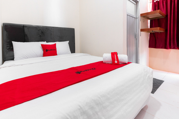 RedDoorz near Panakukang Square Makassar - RedDoorz Deluxe Room with Breakfast Last Minute
