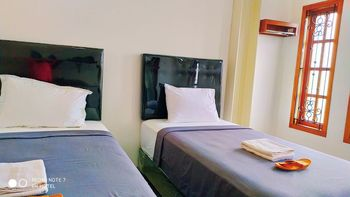 Hotel Radyoharto Yogyakarta - 05. Lucky Twin Room - Share Bathroom  Regular Plan