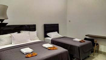 Hotel Radyoharto Yogyakarta - 04. Family Room - Shared Bathroom Regular Plan