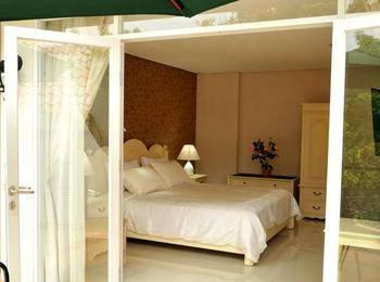 La Nostalgie Guest House Bandung - Super Deluxe Regular Plan