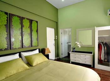 La Nostalgie Guest House Bandung - Deluxe Room  Regular Plan