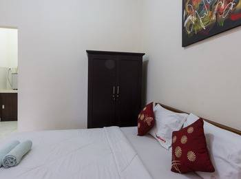 RedDoorz @Kubu Anyar 3 Bali - RedDoorz Room Special Promo Gajian