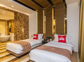 ZenRooms by pass Ngurah Rai Suwung - Deluxe Suite With Breakfast Regular Plan