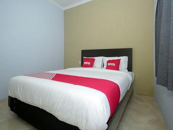 OYO 2049 Tassa Kost Syariah Jambi - Standard Double Room Early Bird