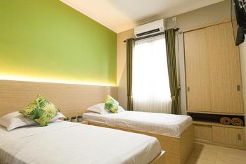 Azzahra Guest House Syariah Surabaya - Standart Twin Bed Great Deal! With Free Drinks For Two