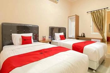 RedDoorz Plus @ Jalan P. Emir Moh Noer Lampung Bandar Lampung - RedDoorz Twin Room SPECIAL DEALS
