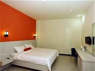 Hotel Halogen Surabaya - Superior Room Regular Plan