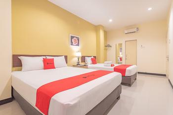 RedDoorz @ H. Agus Salim Street Pontianak - RedDoorz Family Room BASIC DEALS