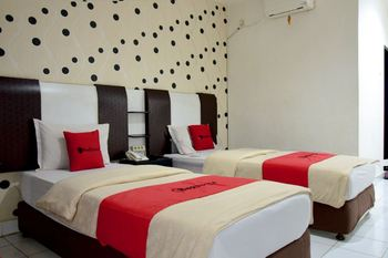 RedDoorz Plus near Politeknik Ilmu Pelayaran Makassar Makassar - RedDoorz Twin Same Day Deal