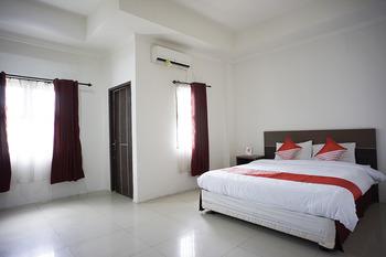 OYO 2886 Her Mandiri Guest House Balikpapan - Deluxe Double Room Regular Plan