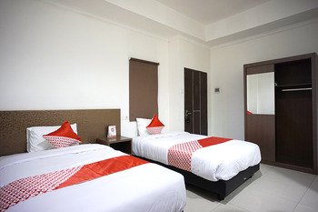 OYO 2886 Her Mandiri Guest House Balikpapan - Deluxe Twin Room Regular Plan