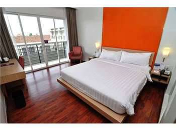 Quest Hotel Simpang Lima - Semarang by ASTON Semarang - Safe Sevens Deluxe Room Regular Plan