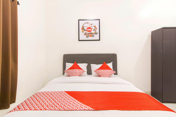 OYO 966 Dinda Guesthouse Yogyakarta - Standard Double Room Regular Plan