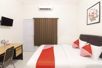 OYO 966 Dinda Guesthouse Yogyakarta - Standard Double Room Regular Plan