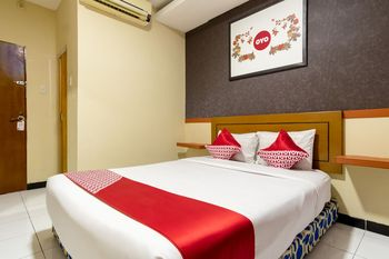 OYO 687 Residence Hotel Syariah Medan - Deluxe Double Room Regular Plan