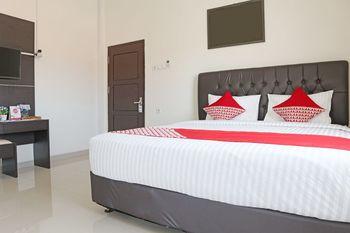 OYO 1326 Mahakam Guest House Padang - Deluxe Double Room Regular Plan