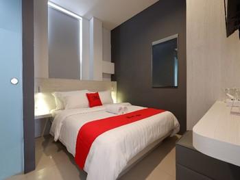 RedDoorz Plus near Ciputra Mall Simpang Lima Semarang - RedDoorz Room Last Minute Promotion