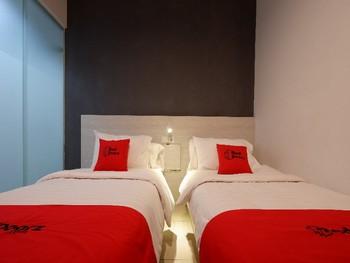 RedDoorz Plus near Ciputra Mall Simpang Lima Semarang - RedDoorz Twin Room Last Minute Promotion