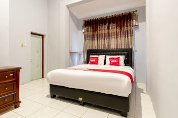 OYO 1632 1000 House Syariah Medan - Deluxe Double Room Regular Plan