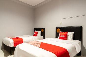 OYO 1632 1000 House Syariah Medan - Standard Twin Room Regular Plan