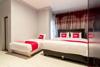 OYO 1632 1000 House Syariah Medan - Suite Triple Regular Plan
