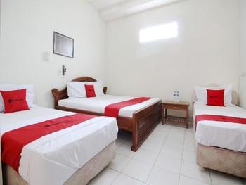 RedDoorz near Sanata Dharma University Yogyakarta - Family Room LM 2