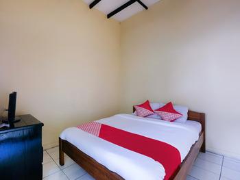OYO 3263 House 140 Yogyakarta - Saver Double  Room Regular Plan