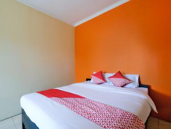 OYO 3263 House 140 Yogyakarta - Deluxe Double Room Regular Plan