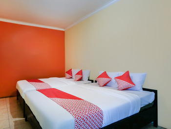 OYO 3263 House 140 Yogyakarta - Deluxe Family Room Regular Plan