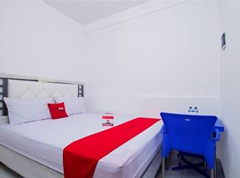RedDoorz near STAN Ceger Raya - RedDoorz Room with Breakfast Regular Plan
