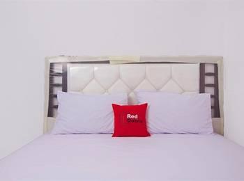 RedDoorz near STAN Ceger Raya - RedDoorz Room Regular Plan
