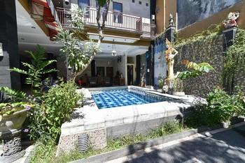 RedDoorz Plus near Benoa Square Bali