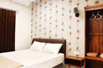 House of Dharmawan Surabaya - Standard Double Sharing Bathroom Room Only - Non Refundable Special Deal