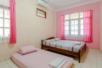 Hotel Kukup Indah Yogyakarta - Deluxe Triple AC Room Only NR Stay More, Pay Less