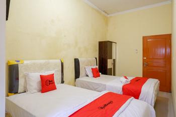 RedDoorz near Sleman City Hall 3 Yogyakarta - RedDoorz Twin Room 24 Hours Deal